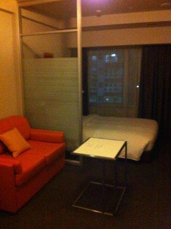 Citadines飯店 新宿: 用手機拍的房間,解析度不太清楚!!XD,還有小廚房忘了拍!!