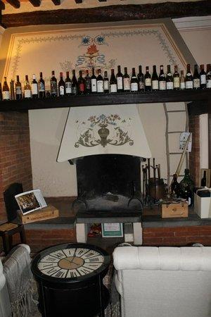 Il Giglio Hotel and Restaurant: Salinha de Estar com Lareira