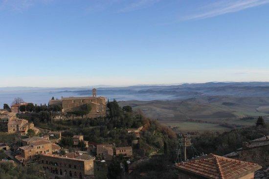 Il Giglio Hotel and Restaurant: Vista de Janela.4