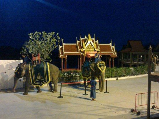 Siam Niramit Phuket: Pre show