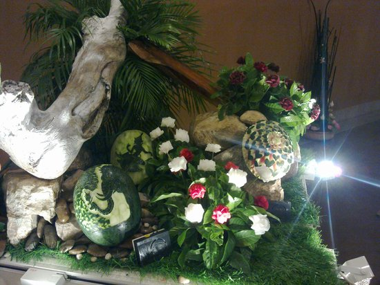 Siam Niramit Phuket : Fruit carving