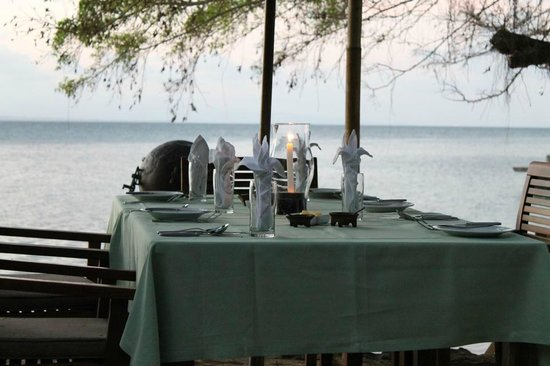 Toberua Island Resort: Dinner outdoors