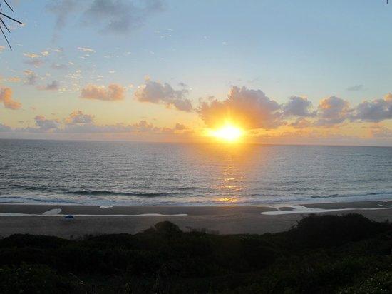 Morrungulo Bay : Sun rise from lodge veranda