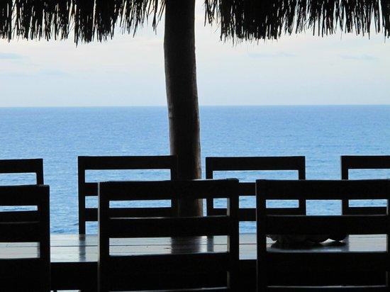 Morrungulo Bay: Dining on the veranda