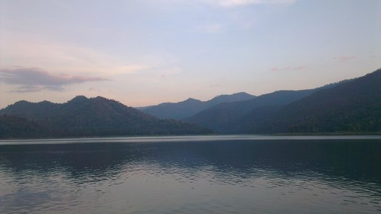 The Mae Ngat Dam & Reservoir: The view in front of us