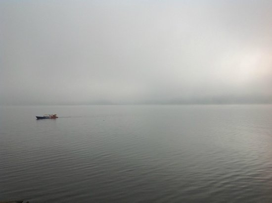 The Mae Ngat Dam & Reservoir: Early morning mist. Kayaking in the morning
