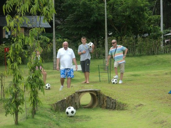 Football Crazy Golf - Phuket: WHOSE WINNING