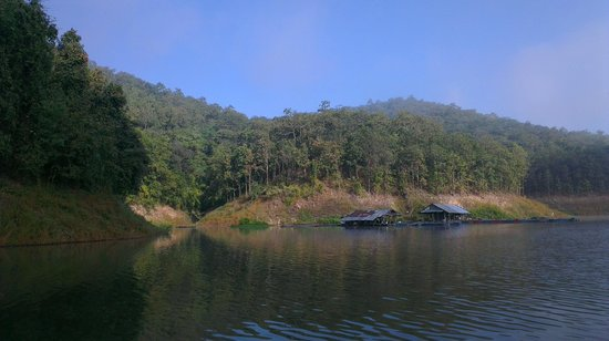 The Mae Ngat Dam & Reservoir: Hills behind the house boat