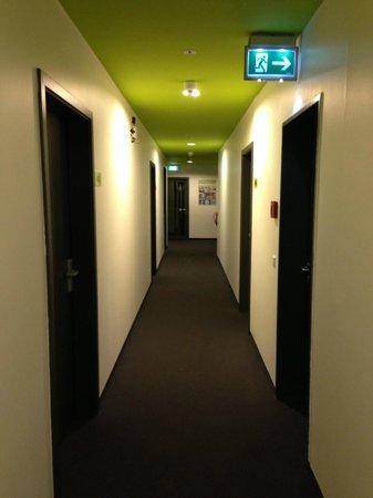 H+ Hotel HVD 4Youth: Corridoio