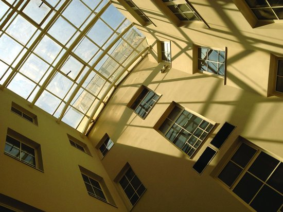 Hostel Tresor: Meeting area with sky ceeling
