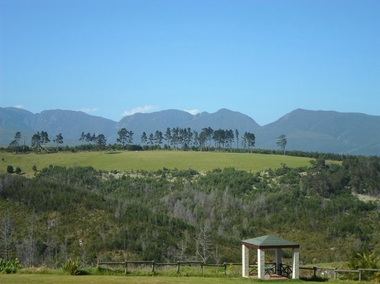 Far Hills Country Hotel: View of Outeniqua Mountains