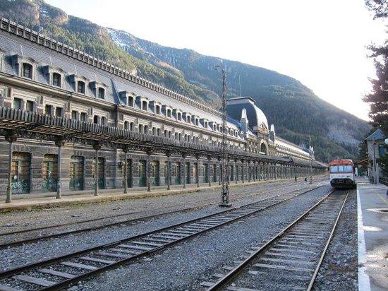 Canfranc, İspanya: 廃駅と現役線