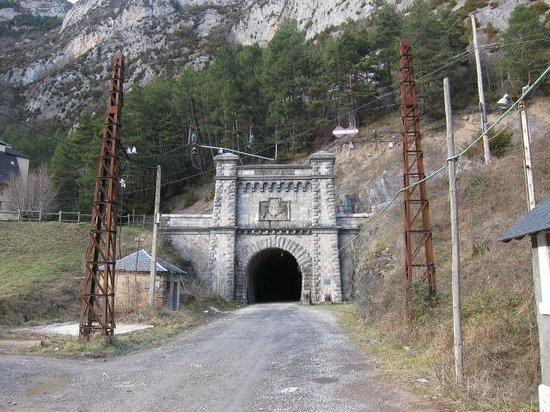 Estacion Internacional de Canfranc: フランスまで伸びるトンネル
