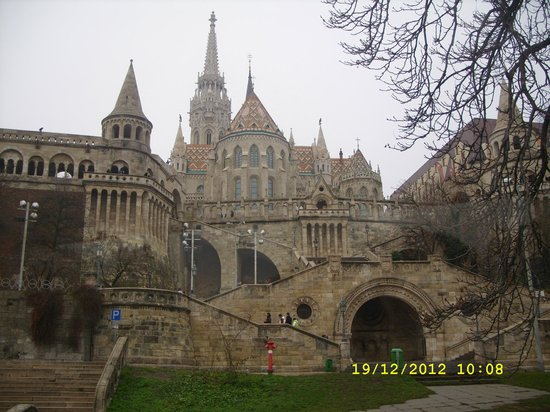 Promenade City Hotel: the fishermans bastion from the bottom of the hill