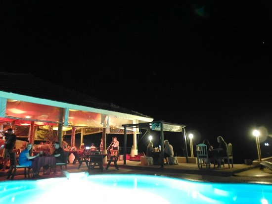 Samui Beach Resort: Live concert near pool/beach area