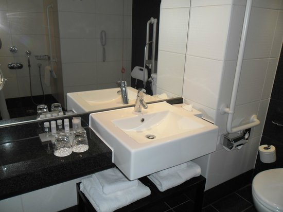 ‪‪Park Plaza Riverbank London‬: bathroom