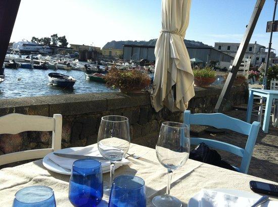 Tuna : tavoli all'aperto