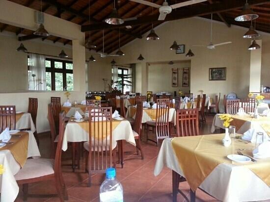 Serene Garden Hotel: Restaurant