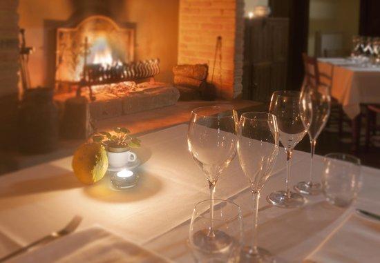 Casale di Brolio: Cenare davanti al cammino