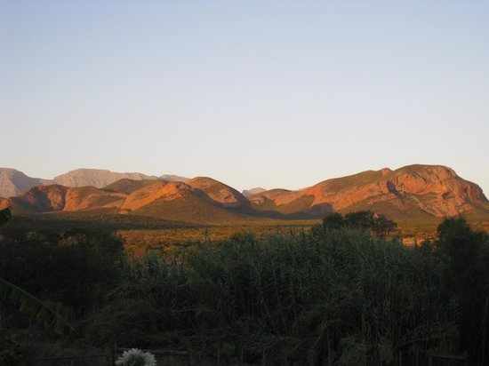 Thabile Lodge: Sunset over the mountains