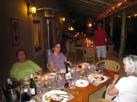 Thabile Lodge: Dining in the evening