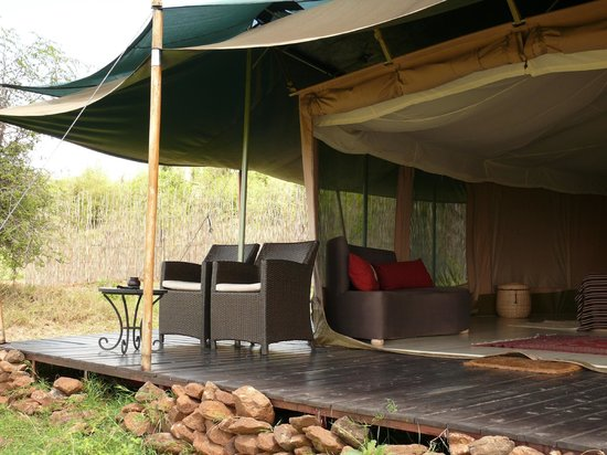 Kicheche Valley Camp: Sitting area in front of the tent