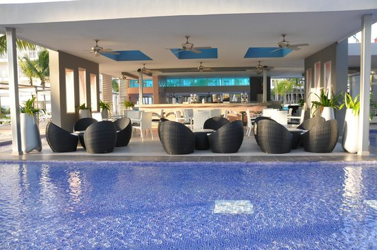 Hotel Riu Palace Macao: The Dry Side Of The Swim Up Bar