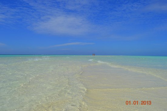 Kuramathi Island Resort: Песчаная коса во время прилива