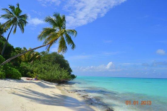 Kuramathi Island Resort: дикий пляж