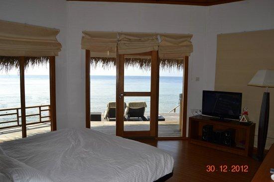 Kuramathi Island Resort: Водная вилла с джакузи