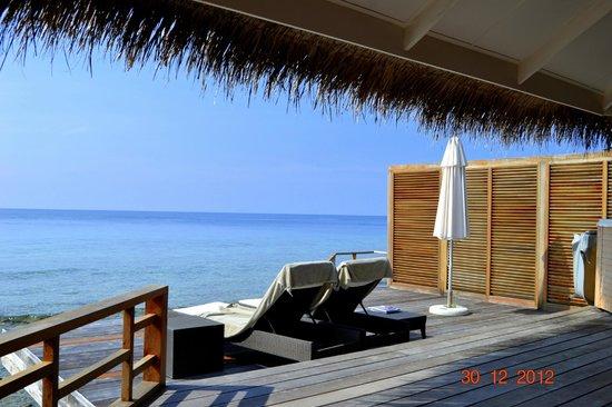 Kuramathi Island Resort: Водная вилла с джакузи (терасса)