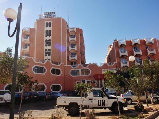 Laayoune, Sahara Occidental: L'hotel visto dal parcheggio