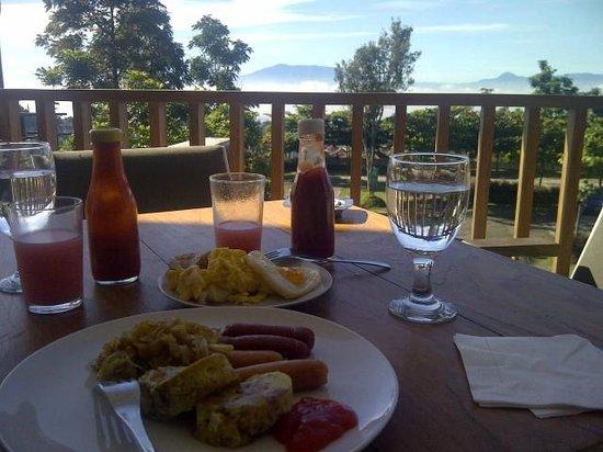 โรงแรมสตีวี่ จี: sarapan pagi dengan view indah