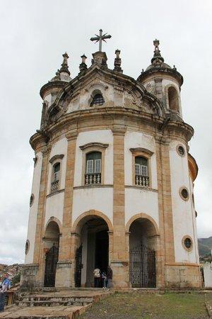 Our Lady of Rosario dos Pretos church : Formato arredondado, Unica em Ouro Preto assim!