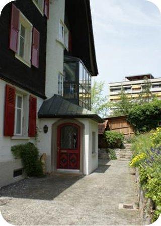 B&B Daisy Thun Switzerland : Eingang Haus