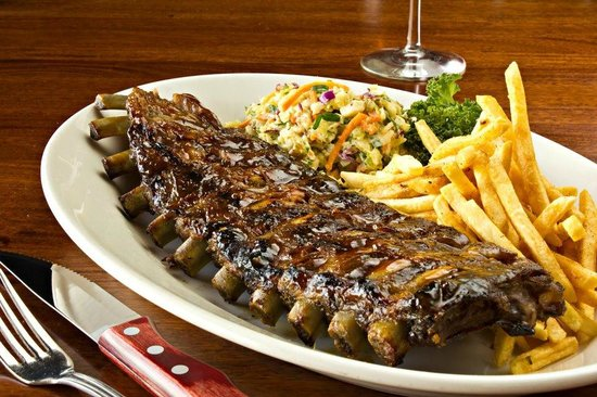 Kansas Grill Palermo: BBQ Ribs con Coleslaw y French Fries