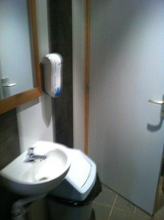L'Arret Bougnette: Toilets