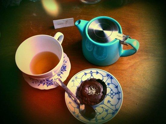 Chez Léontine : Tartelette chocolat accompagnée d'un thé des fées