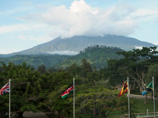 Mount Meru Hotel : Amazing view of Mount Meru from our room