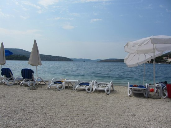 Admiral Grand Hotel: Bay view from the private beach