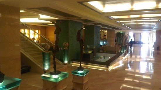 راديسون بلو هوتل شنغهاي نيو وارلد: classy  lobby