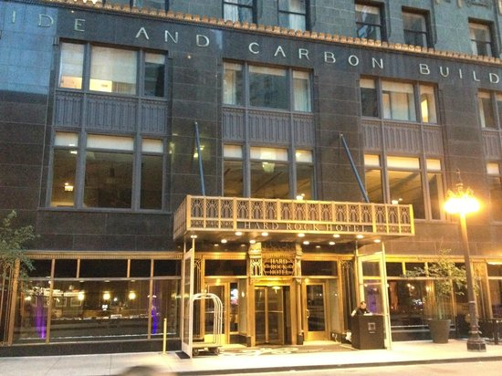 Hard Rock Hotel Chicago: Entrada pela rua lateral