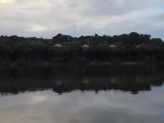 Juma Amazon Lodge: VIews of the Bungalows as you approach the lodge