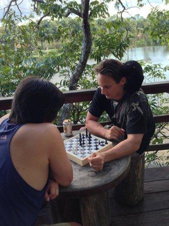جوما أمازون لودج: Playing Chess on the balcony (two against one - look on his shoulder)