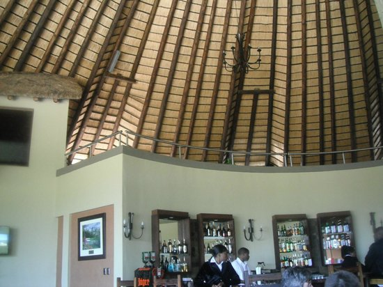 Nkonyeni Lodge & Golf Estate Hotel: Dining room areas