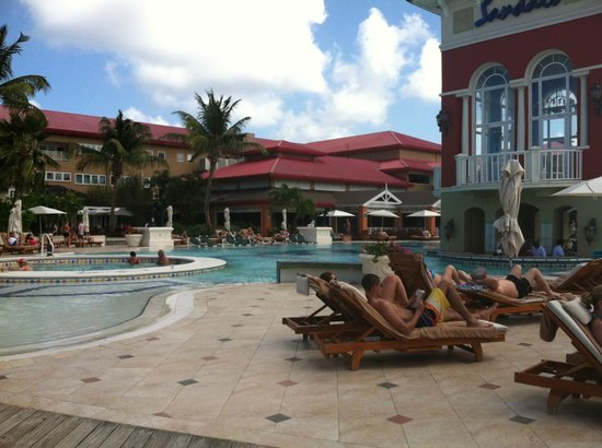 Sandals Grande St. Lucian Spa & Beach Resort: Pool Bar Area