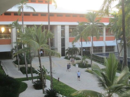 Barcelo Bavaro Palace: main lobby from pool side