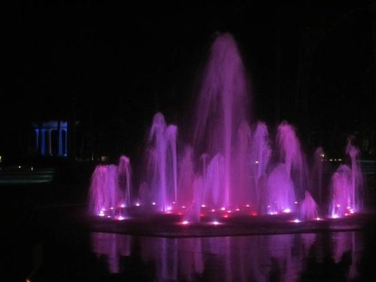 Barcelo Bavaro Palace: night view of water fountain and chappel