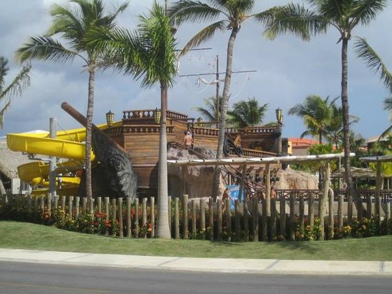 Barcelo Bavaro Palace: water slides for teens and adults