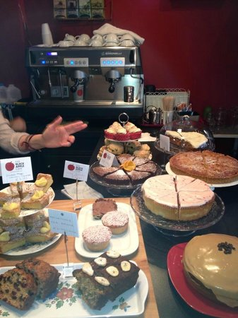 The Black Apple Cafe: Cake!!